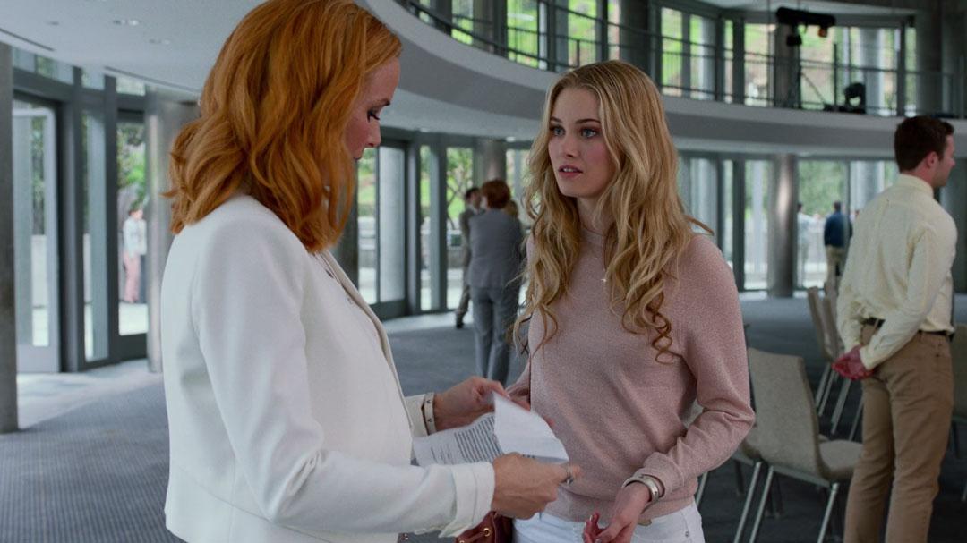 Karolina-Dean-hablando-con-su-madre