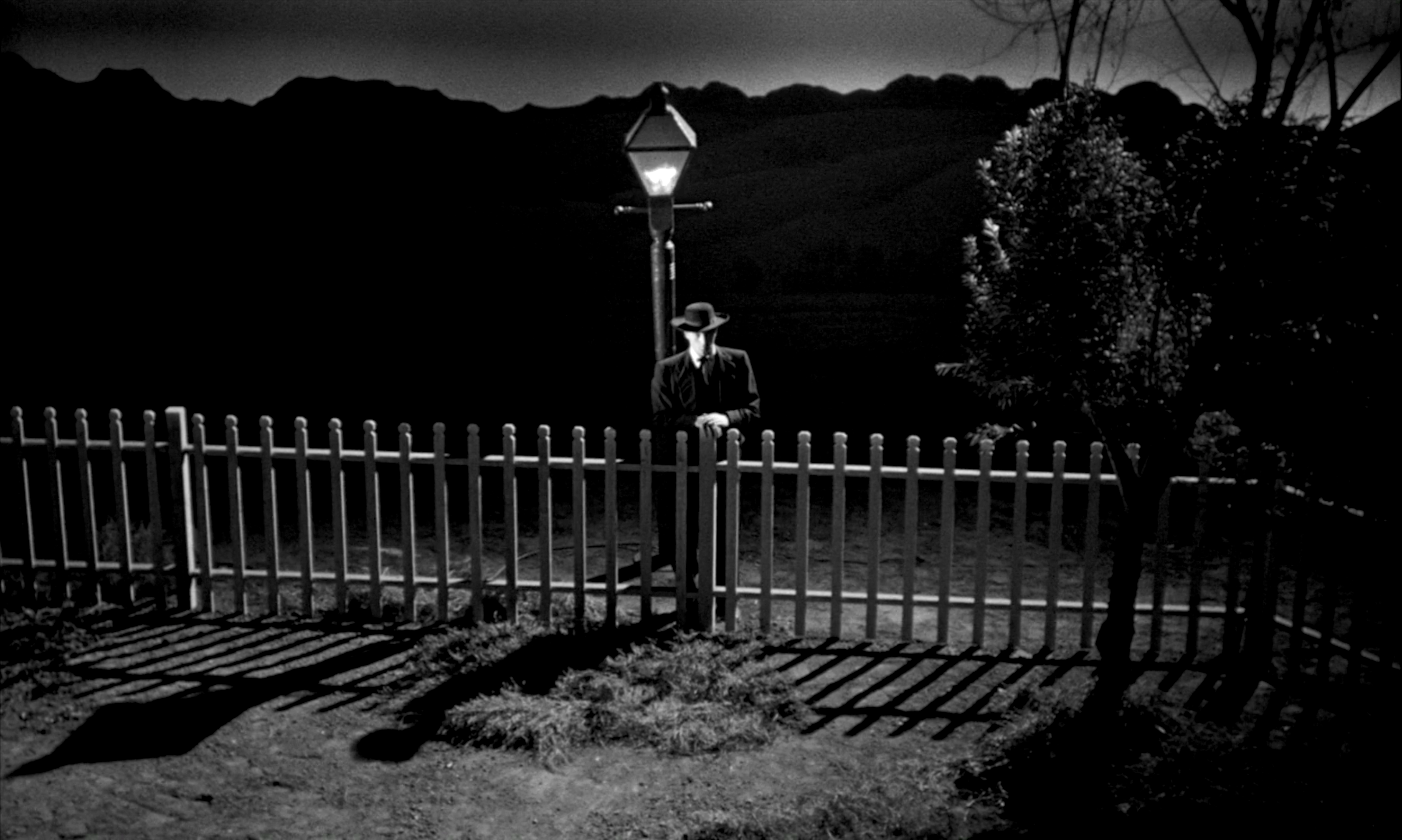 the-night-of-the-hunter-fence